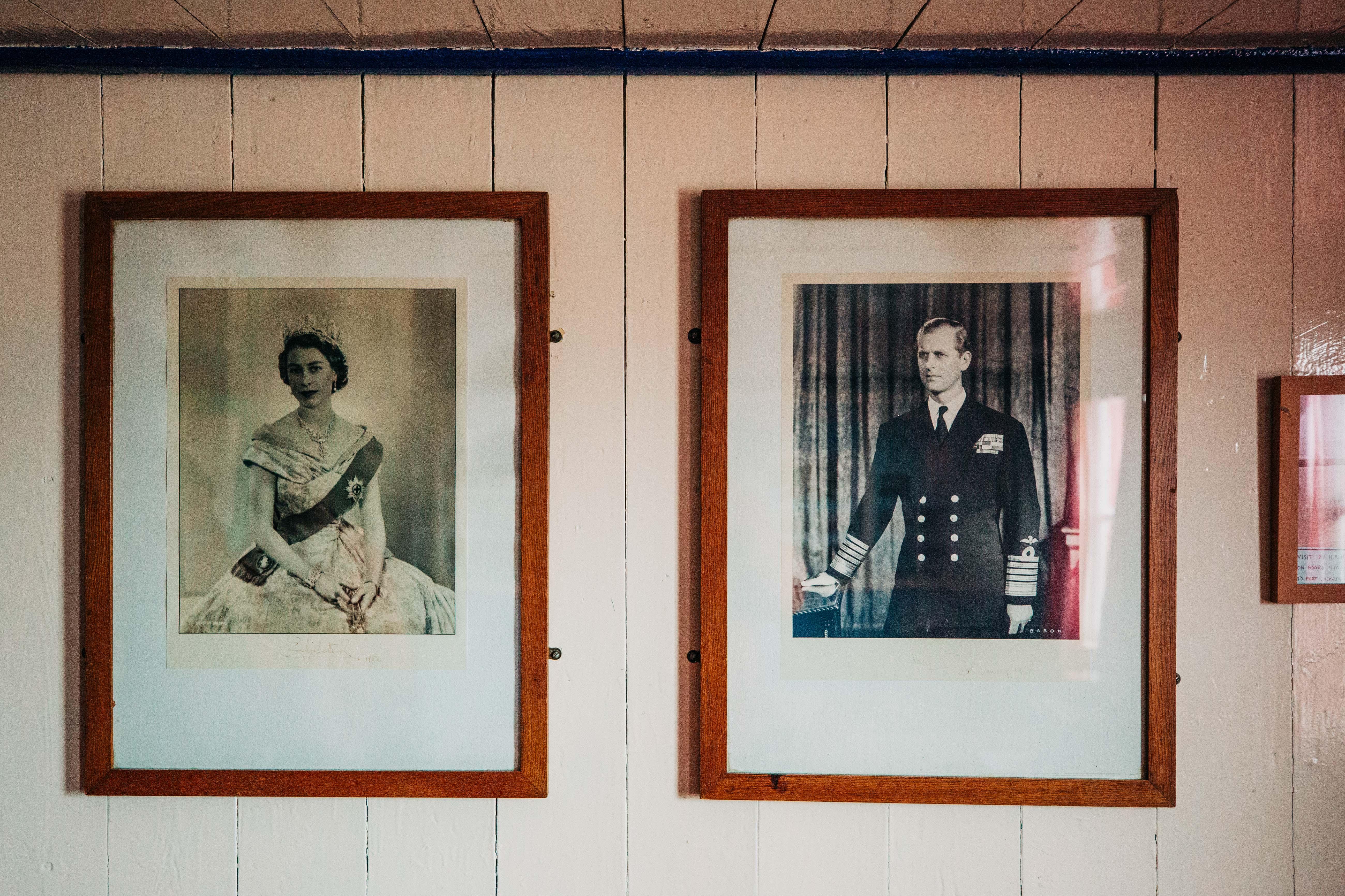 Der Mann, der stets zwei Schritte hinter der Chefin ging: So wurde Prince Philipp sein Leben lang beschrieben.